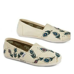 NWT TOMS PEACOCK  SIZE 8 PRICE FIRM!!!